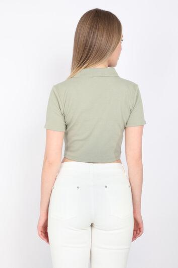 Женская зеленая укороченная футболка с воротником-поло - Thumbnail