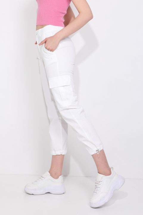Женские брюки-джоггеры с карманом карго белые
