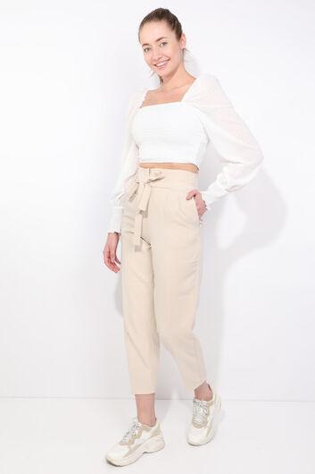 Женские брюки кремового цвета с поясом и высокой талией - Thumbnail