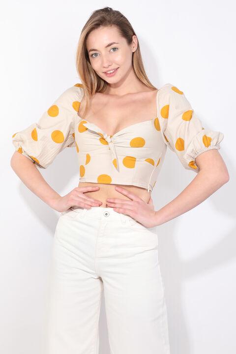 Женская кремовая укороченная блузка с воздушными рукавами в горошек