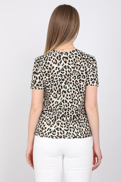 Женская футболка с леопардовым принтом и круглым вырезом