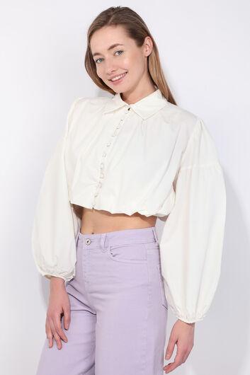 MARKAPIA WOMAN - Женская укороченная пушистая рубашка с воздушными рукавами цвета экрю (1)