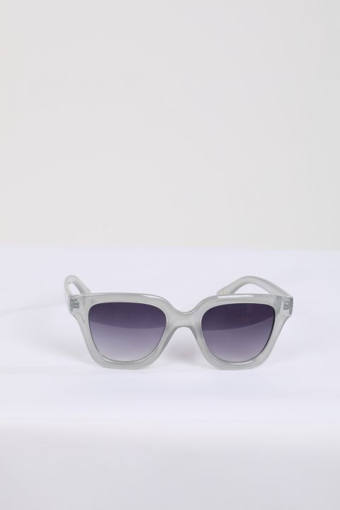 نظارة شمسية نسائية بإطار رمادي