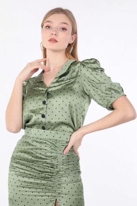 Женская зеленая рубашка с коротким рукавом в горошек
