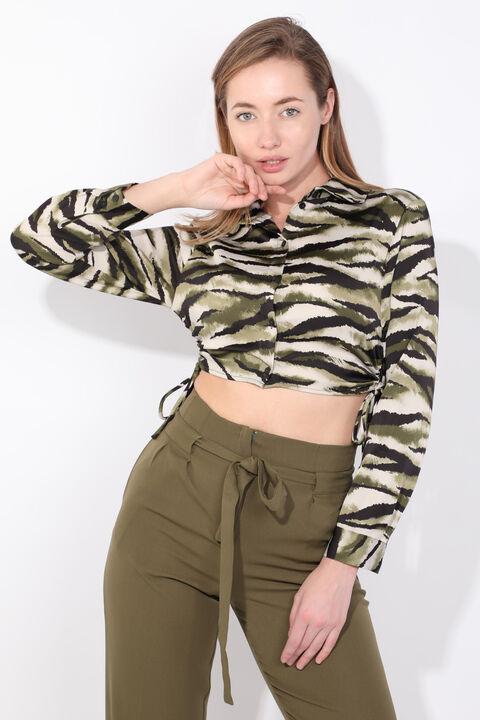 Женская укороченная рубашка с зеленым рисунком зебры