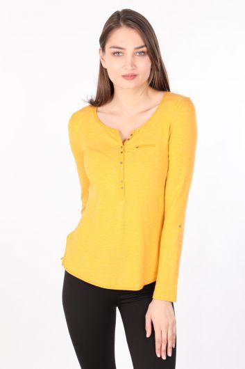Женская базовая футболка с длинным рукавом на пуговицах горчичного цвета - Thumbnail