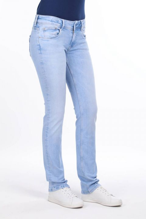 بنطلون جينز بوي فريند أزرق ثلجي منخفض الارتفاع للنساء