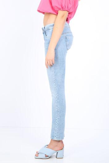 BLUE WHITE - بنطلون جينز نسائي بجيب أزرق ثلجي مفصل (1)