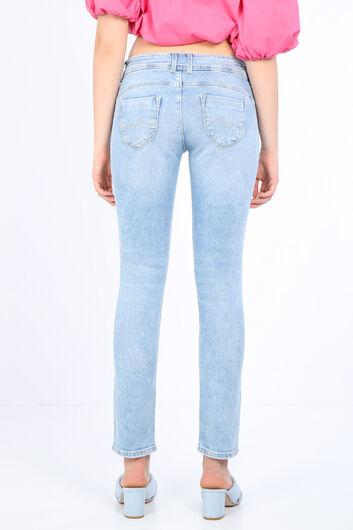Женские джинсовые брюки Ice Blue с детализированным карманом - Thumbnail