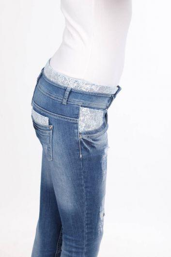 Женские кружевные узкие джинсовые брюки с деталями - Thumbnail