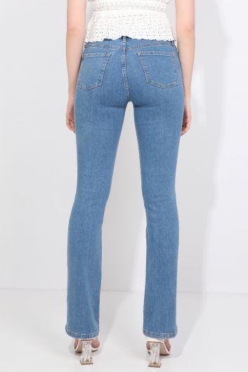 بنطلون جينز بقصة مستقيمة باللون الأزرق الفاتح للمرأة - Thumbnail