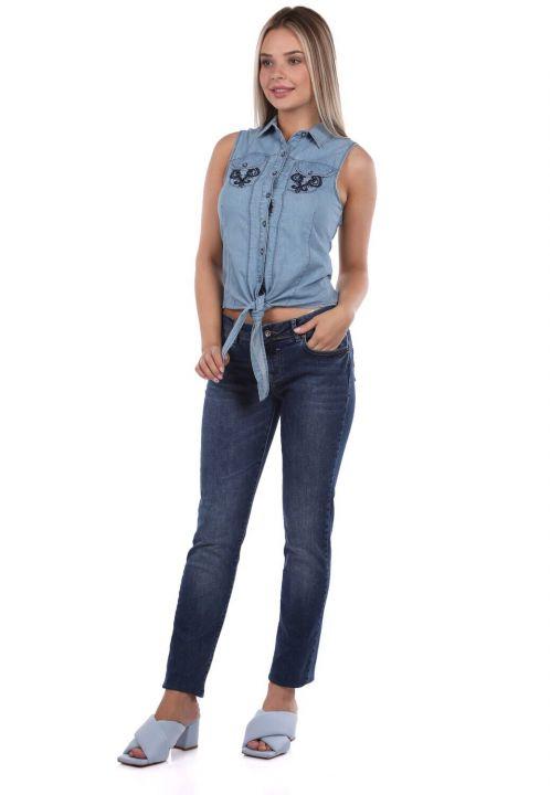 Женские джинсовые брюки темно-синего цвета с заниженной талией