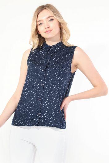 قميص بدون أكمام منقط كحلي نسائي - Thumbnail