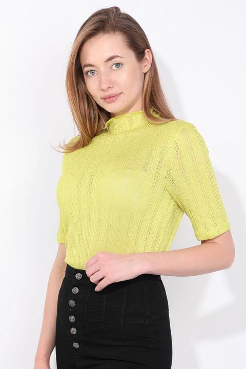 Женская блузка из тонкого трикотажа масляно-зеленого цвета