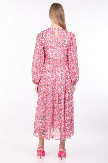 Женское розовое длинное шифоновое платье с цветочным принтом - Thumbnail