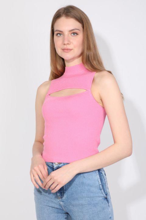 Женская розовая трикотажная блузка без рукавов с воротником под горло в рубчик
