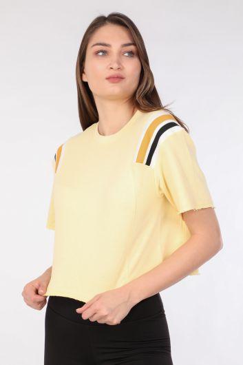MARKAPIA WOMAN - تي شيرت نسائي قصير مضلع أصفر (1)
