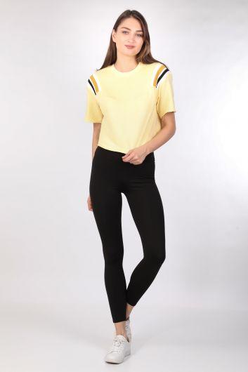 Укороченная женская футболка в рубчик желтая - Thumbnail