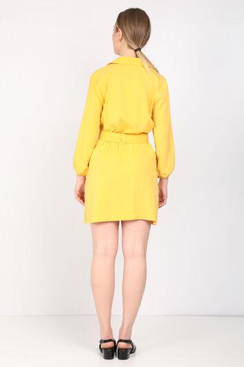 فستان بياقة الحزام الأصفر للمرأة - Thumbnail
