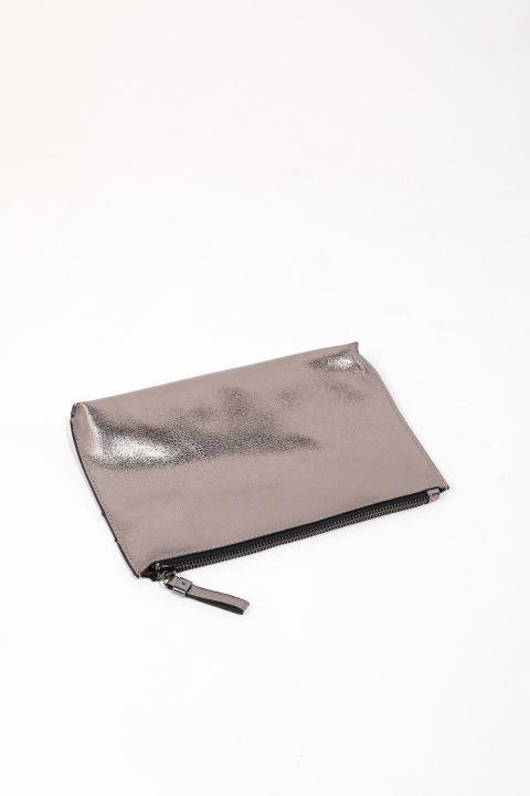 حقيبة يد نسائية رمادية لامعة ذات مظهر جلدي