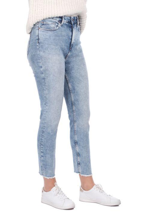 Женские джинсы скинни с вырезом