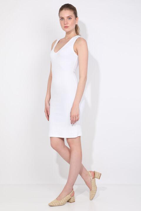 فستان نسائي بياقة على شكل V أبيض نحيف