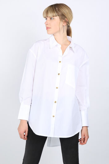 Белая женская рубашка оверсайз с разрезом на спине - Thumbnail