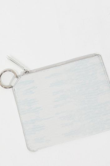 MARKAPIA WOMAN - حقيبة يد نسائية بيضاء مزينة بحلقة تمساح (1)