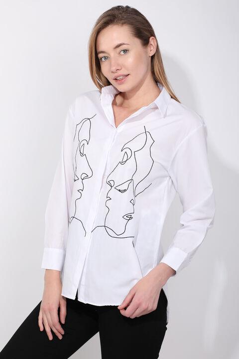 Женская белая фигурная рубашка