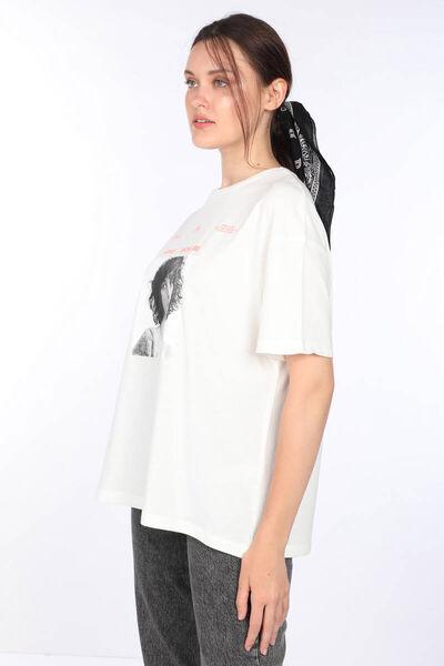 MARKAPIA WOMAN - تي شيرت نسائي بياقة دائرية مطبوعة باللون الأبيض (1)