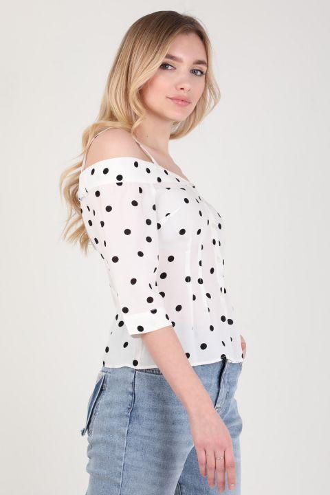 Женская белая рубашка с подтяжками в горошек