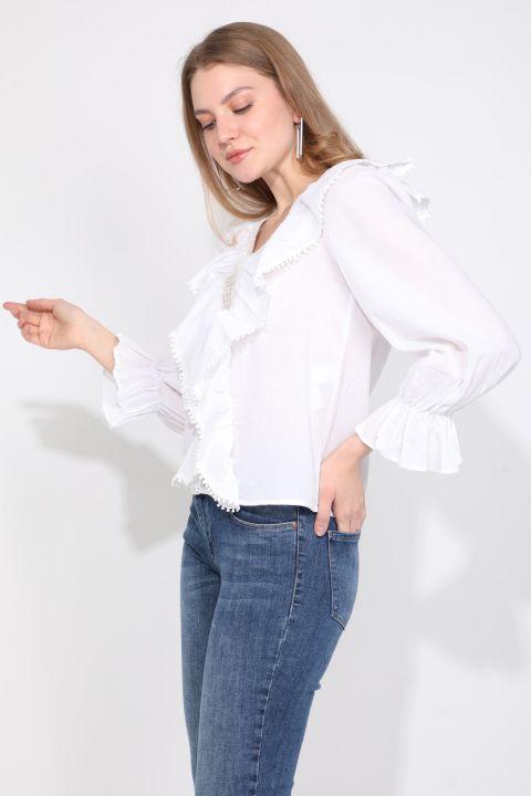 Женская белая кружевная блузка в полоску с детализированной отделкой