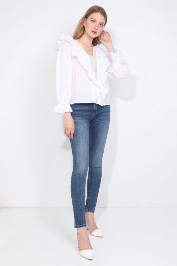 Женская белая кружевная блузка в полоску с детализированной отделкой - Thumbnail