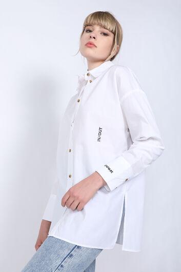 MARKAPIA WOMAN - Женская белая рубашка-бойфренд с вышивкой с разрезом (1)