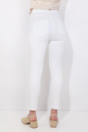 Женские белые облегающие джинсовые брюки - Thumbnail