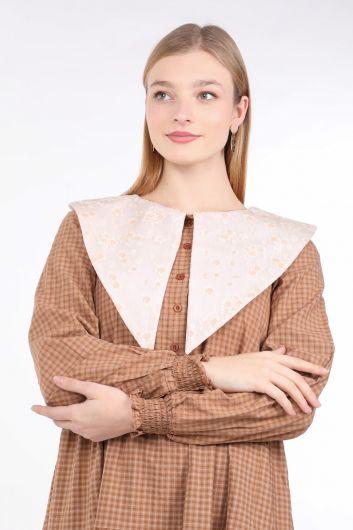 Женское платье в мелкую клетку с широким вырезом - Thumbnail