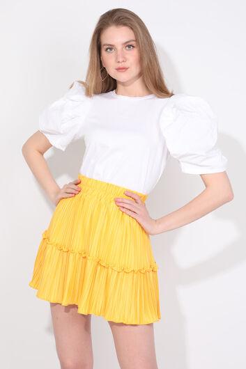 Женская желтая мини-юбка со складками - Thumbnail