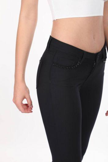 بنطلون جينز نسائي مقاس كبير بتفاصيل من الحجر الأسود - Thumbnail