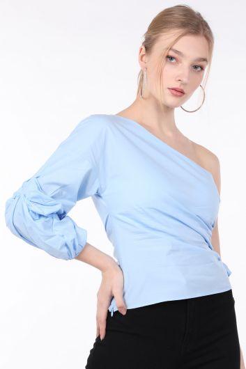 MARKAPIA WOMAN - بلوزة نسائية زرقاء مكشكشة بكم واحد (1)