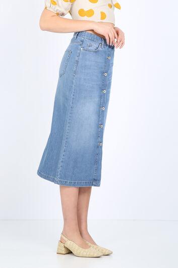BLUE WHITE - تنورة جينز طويلة نسائية بأزرار زرقاء فاتحة (1)