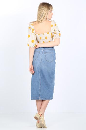 تنورة جينز طويلة نسائية بأزرار زرقاء فاتحة - Thumbnail
