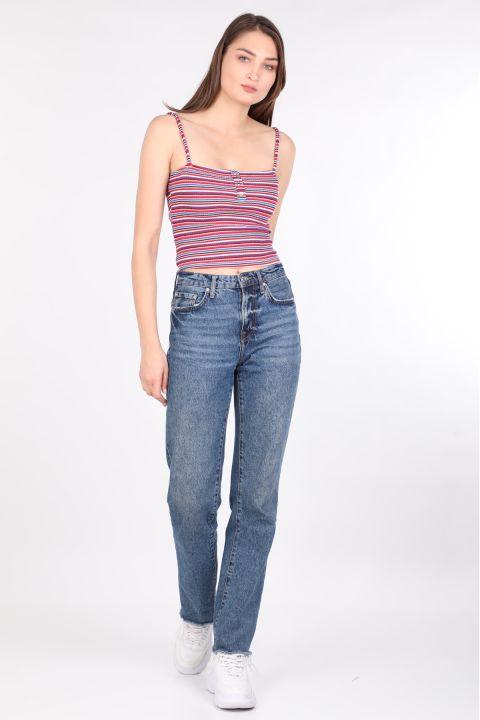 Женская блузка в яркую полоску с ремешками