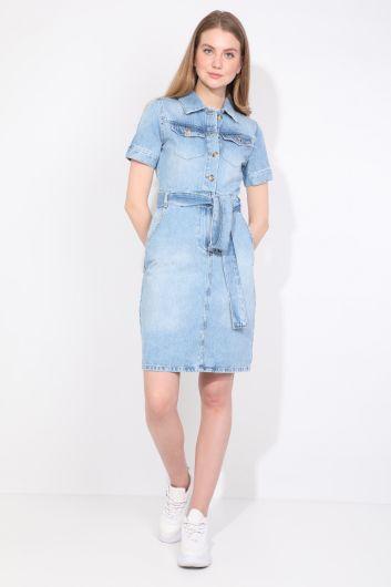 BLUE WHITE - فستان جينز أزرق فاتح نسائي (1)