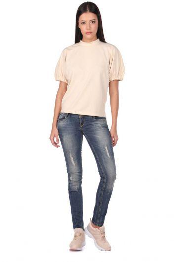 Женские рваные джинсовые брюки с детализированной отделкой - Thumbnail