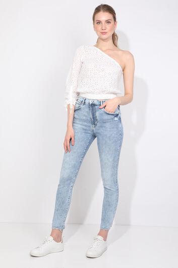 Женская белая блуза с одним рукавом с зубчатым краем - Thumbnail