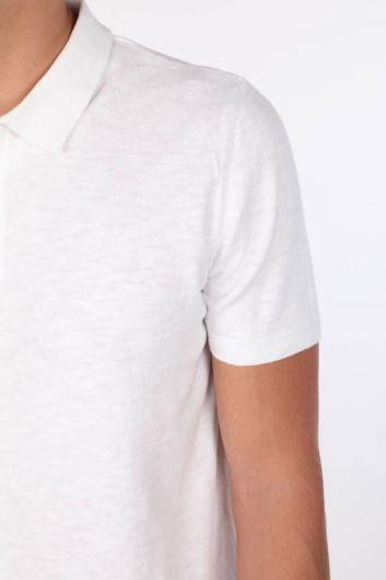 Yakası Detaylı Beyaz Polo Yaka T-Shirt - Thumbnail