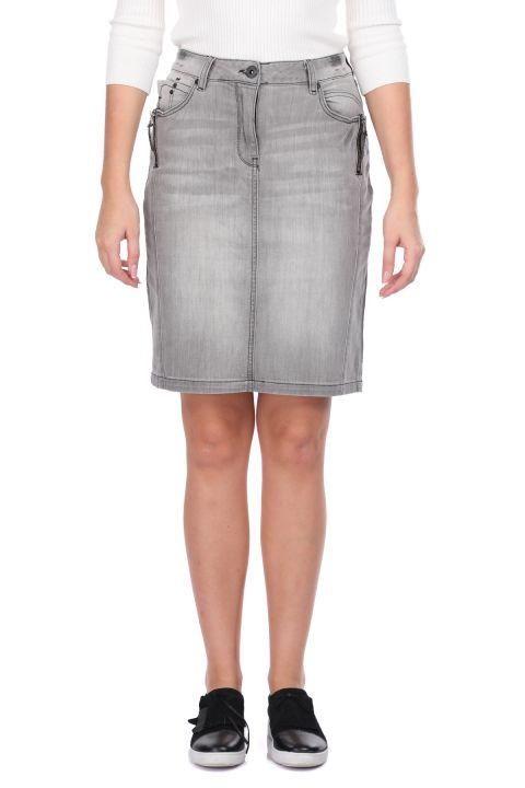 تنورة جينز نسائية رمادية اللون بسحاب
