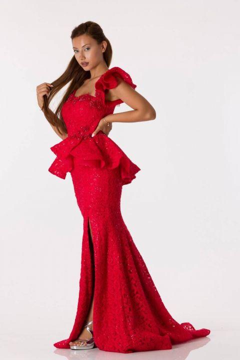 فستان سهرة أحمر فيش مع تفاصيل مكشكشة